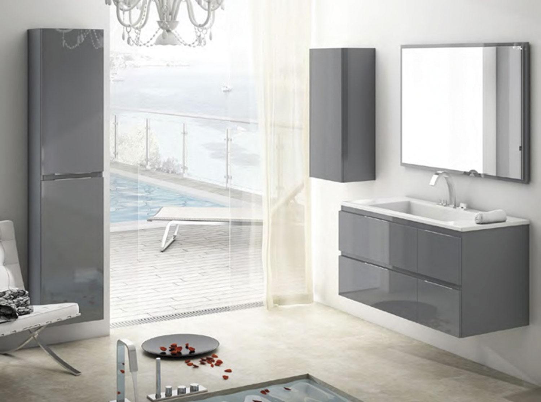 Espejo de baño enmarcado de madera